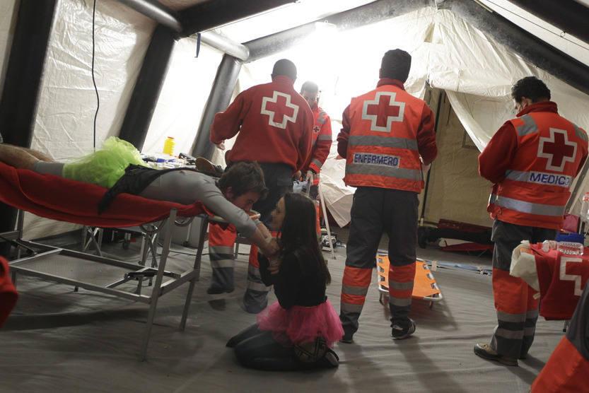 Medio centenar de voluntarios de Cruz Roja velan por la seguridad de la noche de carnaval