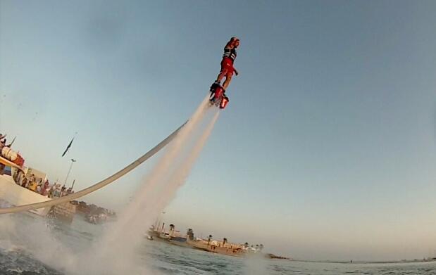 Practica Flyboard y pon el mar a tus pies
