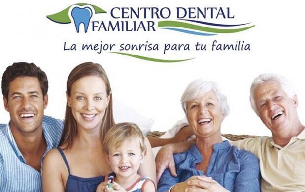 Implante dental de titanio con corona de metal porcelana