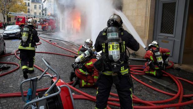 Un incendio arrasa la histórica librería «La hune» de París