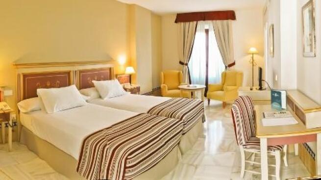 Hotel de 4* para dos en Carmona con media pensión