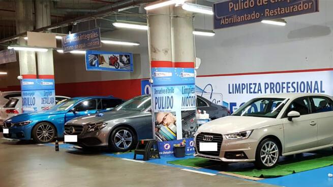 Limpieza de coche y asientos en C.C. Área Sur